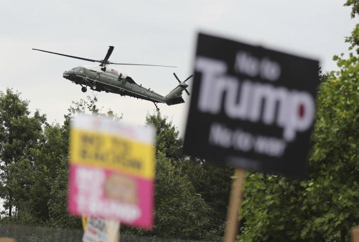 <p>A U.S. presidential helicopter lands on the grounds of the U.S. ambassador's residence in Regent's Park, London, while demonstrators protest against Donald Trump's visit to the U.K., July 12, 2018. (Photo: Gareth Fuller/PA via AP) </p>