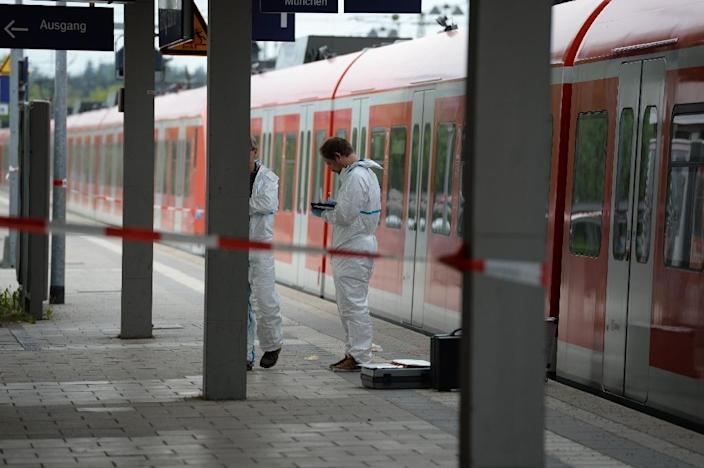 German police closed Grafing train station after the knife attack on May 10, 2016 (AFP Photo/Andreas Gebert)
