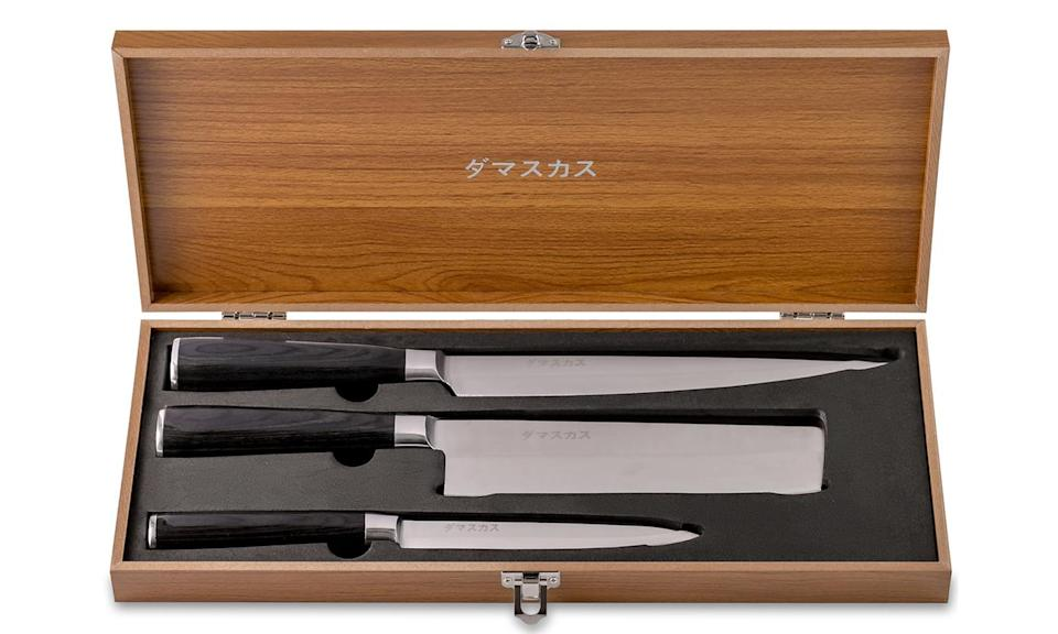 The Damasukasu knife set comes with a sleek wooden case and a 100-year guarantee. (Photo: Stack Commerce)