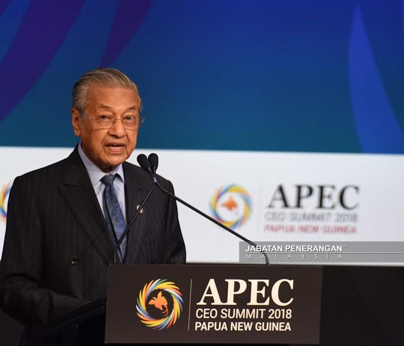 Prime Minister Tun Dr Mahathir Mohamad speaks at the Apec CEO Summit 2018 in Port Moresby, Papua New Guinea November 17 2018. ― Picture courtesy of Information Department of Malaysia