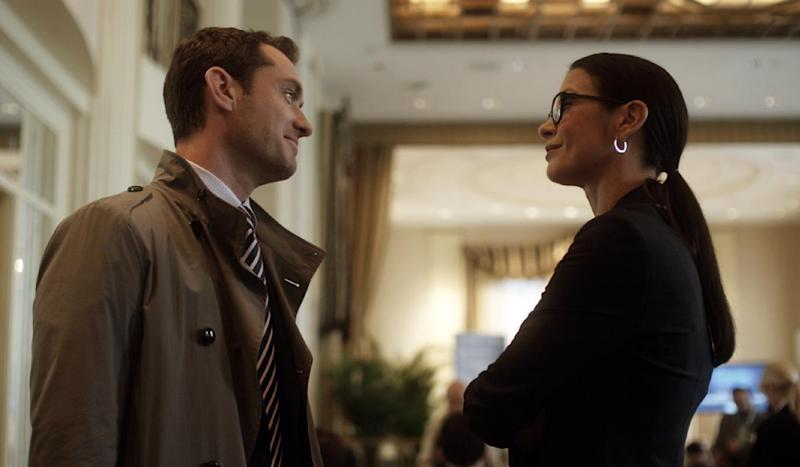 "This film image released by Open Road Films shows Jude Law, left, and Catherine Zeta-Jones in a scene from ""Side Effects."" (AP Photo/Open Road Films)"