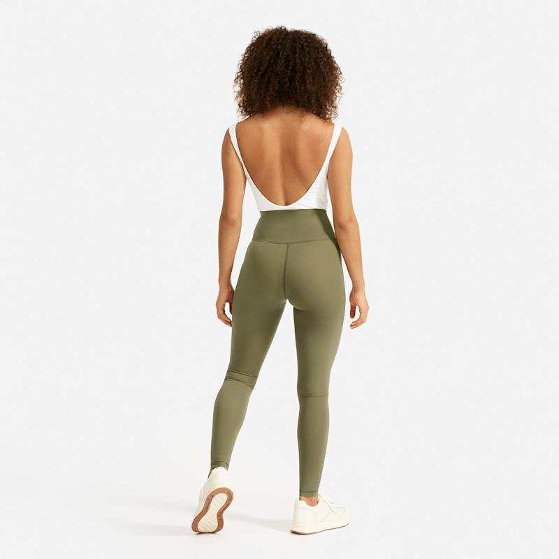 The Performance Legging in Lichen. (Credit: Everlane)
