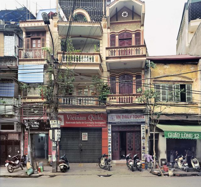 "<p>14 Hàng Tre (Bamboo Street), 2009. (© William E. Crawford from the book ""Hanoi Streets 1985-2015: In the Years of Forgetting"") </p>"