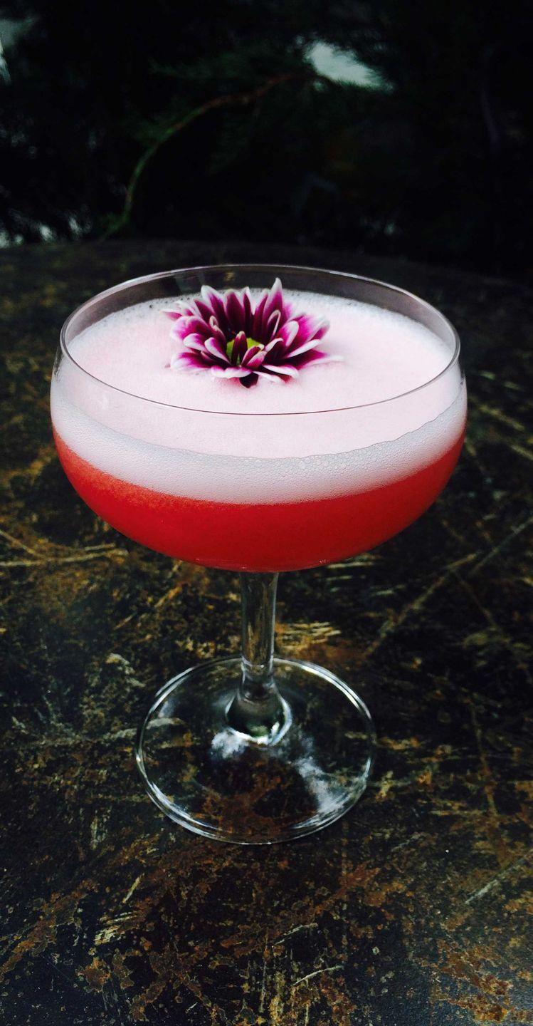 <p><strong>Ingredients</strong></p><p>2 oz vodka<br>1 oz lemon juice<br>.5 oz honey syrup or simple syrup<br>5 raspberries<br>Prosecco</p><p><strong>Instructions</strong></p><p>Shake all ingredients and double strain in a coupe glass. Top with prosecco.</p><p><em>From Percy Rodriguez at The Vine</em></p>