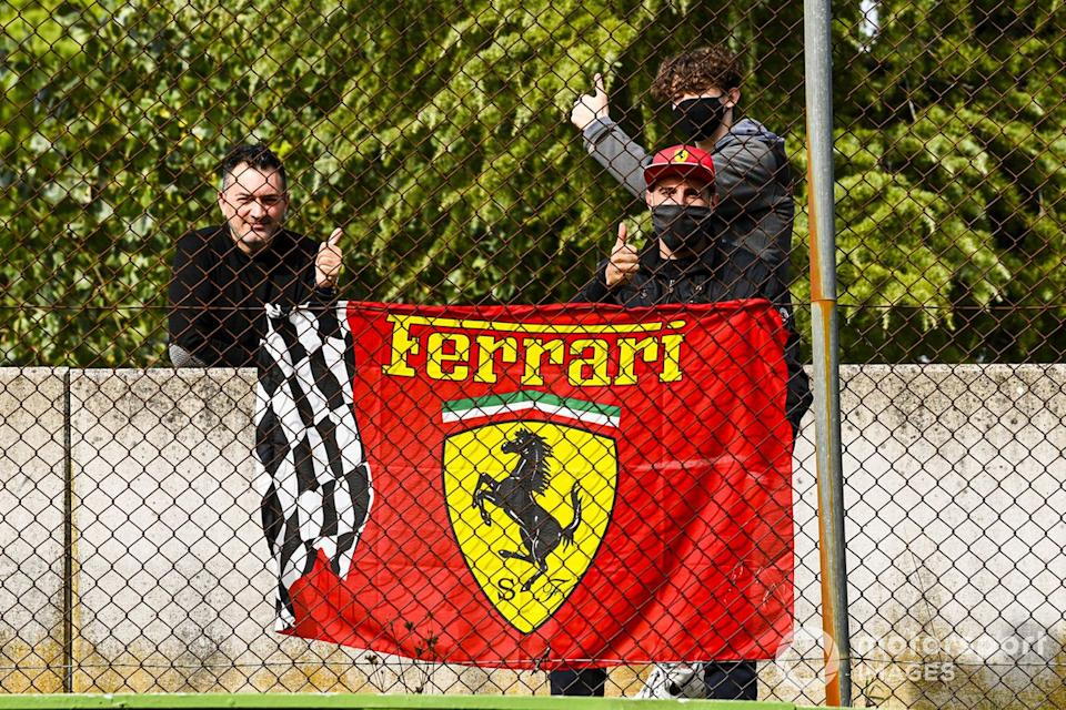 "Fans de Ferrari<span class=""copyright"">Mark Sutton / Motorsport Images</span>"