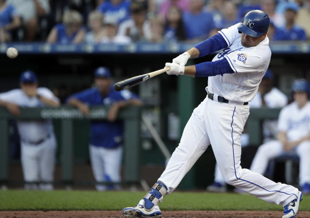 Kansas City Royals' Lucas Duda hits an RBI single off Minnesota Twins starting pitcher Lance Lynn during the third inning of a baseball game at Kauffman Stadium in Kansas City, Mo., Saturday, July 21, 2018. (AP Photo/Orlin Wagner)