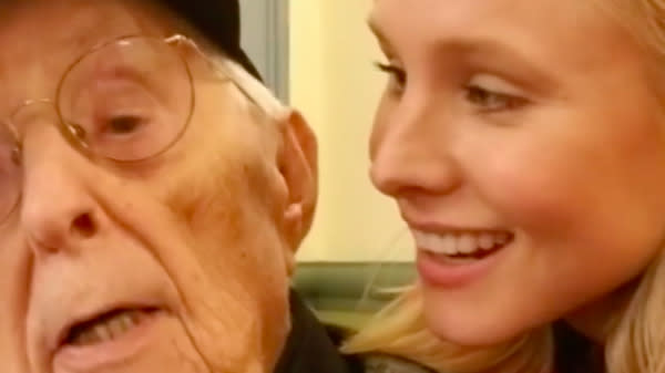 Kristen Bell Rode Out Hurricane Irma In Florida, Singing With Nursing Home Evacuees
