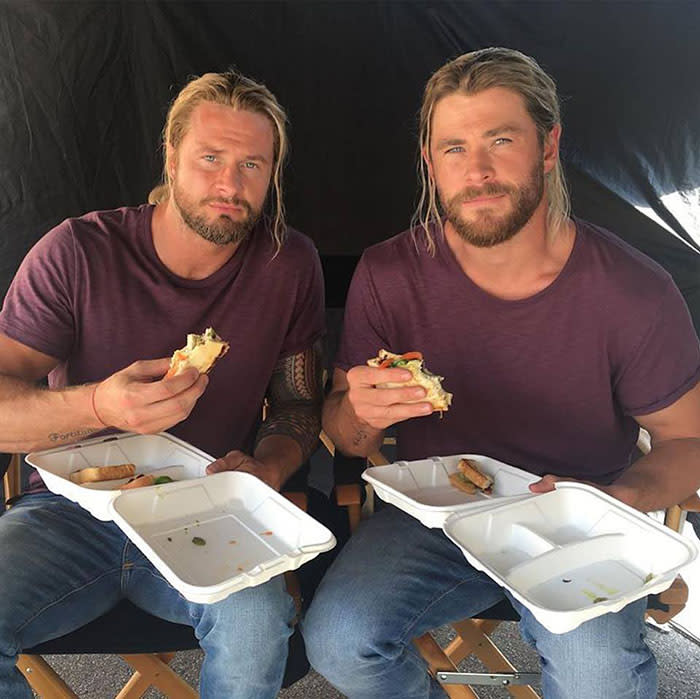<p>Chris Hemsworth (Thor) con Bobby Holland (foto: dai social media) </p>