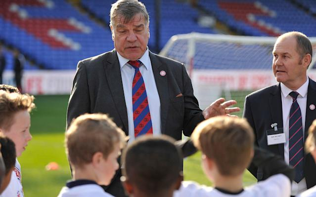 <span>Sam Allardyce, the Crystal Place manager, talks to local youngsters at Selhurst Park</span>