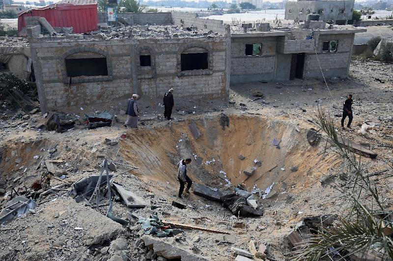 Palestinians inspect a crater on November 14, 2018 caused by an Israeli airstrike in Rafah in the southern Gaza Strip (AFP Photo/SAID KHATIB)