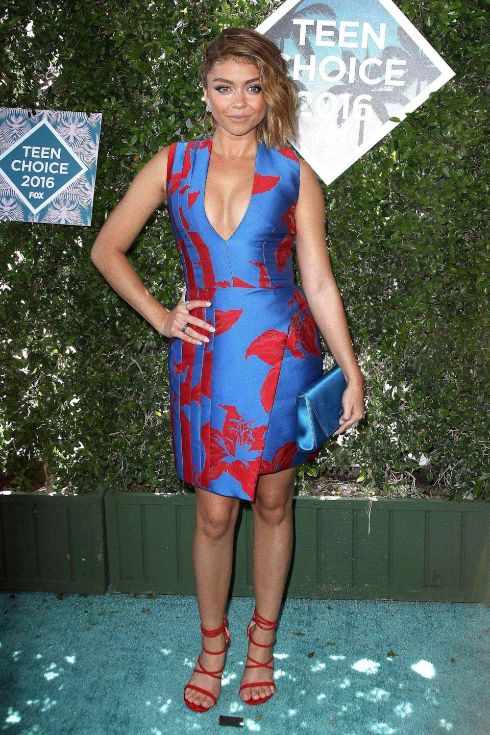 <p>The 'Modern Family' star went for a blue and red J Mendal dress with matching red shoes. <i>[Photo: Rex]</i></p>