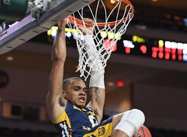 "Northern Colorado's <a class=""link rapid-noclick-resp"" href=""/ncaaf/players/251103/"" data-ylk=""slk:Jordan Davis"">Jordan Davis</a> had some dazzling dunks in Friday's Big Sky tournament game against Montana. (Photo by Ethan Miller/Getty Images)"