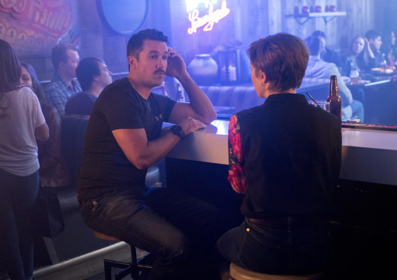"""FARGO -- """"The Law of Non‐ Contradiction"""" – Year 3, Episode 3 (Airs May 3, 10:00 pm e/p) Pictured (l-r): Rob McElhenney as Officer Oscar Hunt, Carrie Coon as Gloria Burgle. CR: Chris Large/FX"""