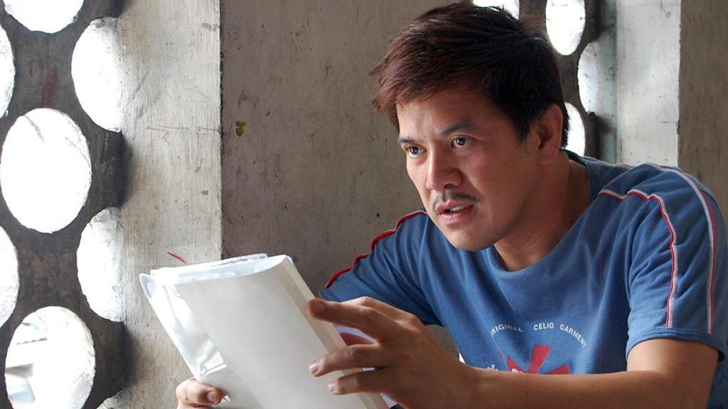 "Director Brilliante Mendoza on the set of Regent Releasing's <a href=""http://movies.yahoo.com/movie/1810021977/info"">Serbis</a> - 2009"