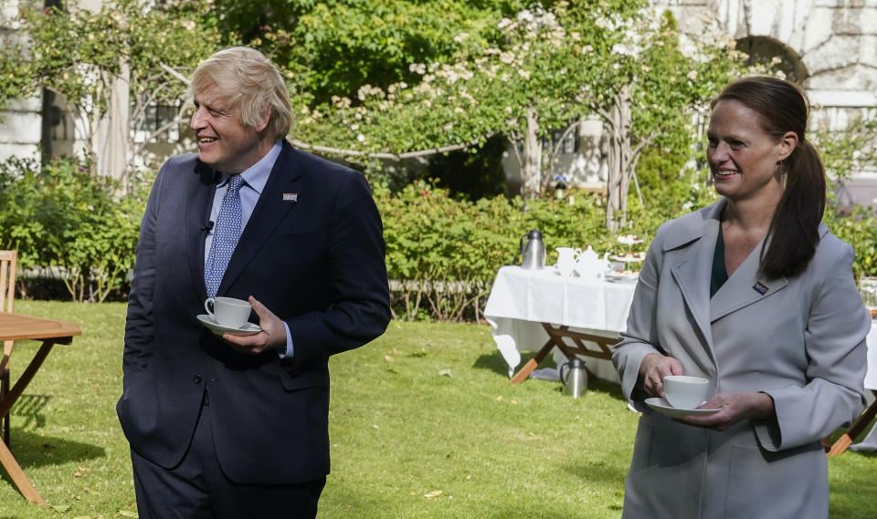 Boris Johnson and Jenny McGee at a Downing Street reception in July last year celebrating 72 years of the NHS. McGee has quit, citing the 1% pay rise offer. (Andrew Parsons/Number 10 Flickr/CC BY-NC-ND 2.0)