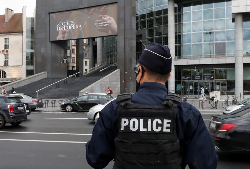 Paris knife attack suspect wanted to avenge Prophet cartoons - video