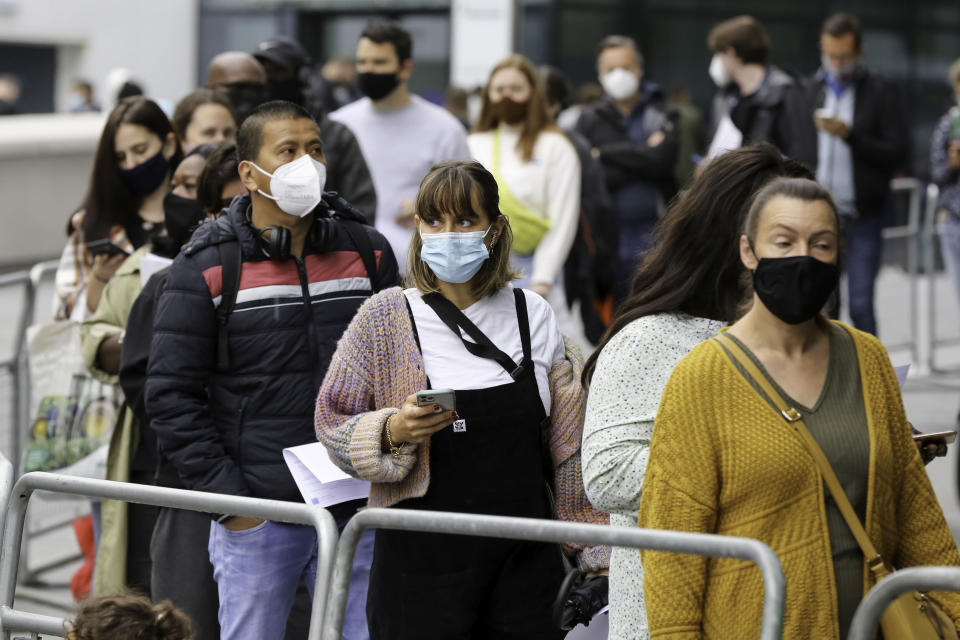 People queuing for the first dose of Pfizer Covid-19 vaccine being offered to adults over the age of 18 at Tottenham Hotspur Stadium as the capital aims for 100,000 doses to be administered on Sunder Sunday. (Photo by Steve Taylor / SOPA Images/Sipa USA)