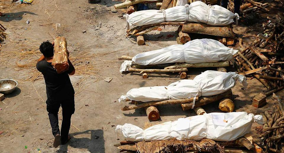 Rows of bodies set to be cremated in India New Delhi. (Reuters)