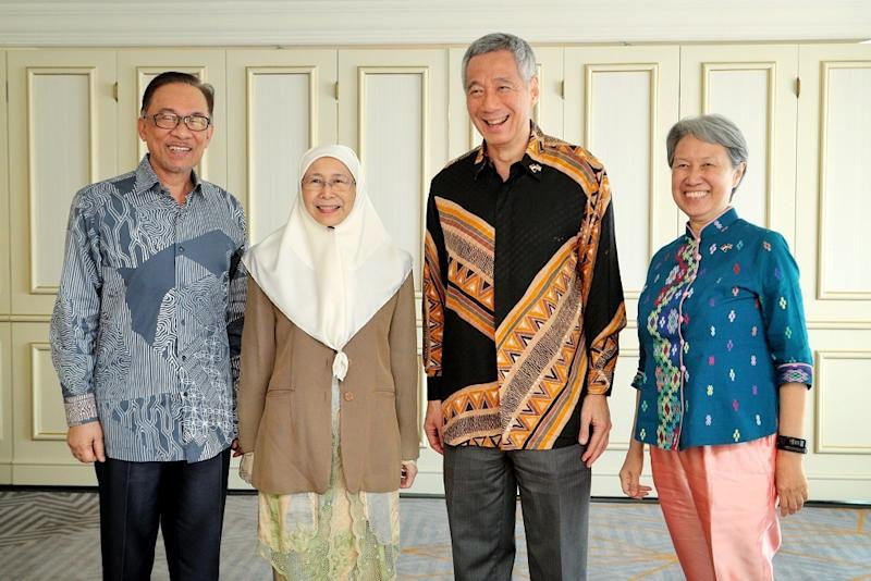 (From left) Datuk Seri Anwar Ibrahim, Deputy Prime Minister Dr Wan Azizah Wan Ismail, Singapore's Prime Minister Lee Hsien Loong and his wife Ho Ching pose for a photo in Kuala Lumpur May 19, 2018. — Reuters pic