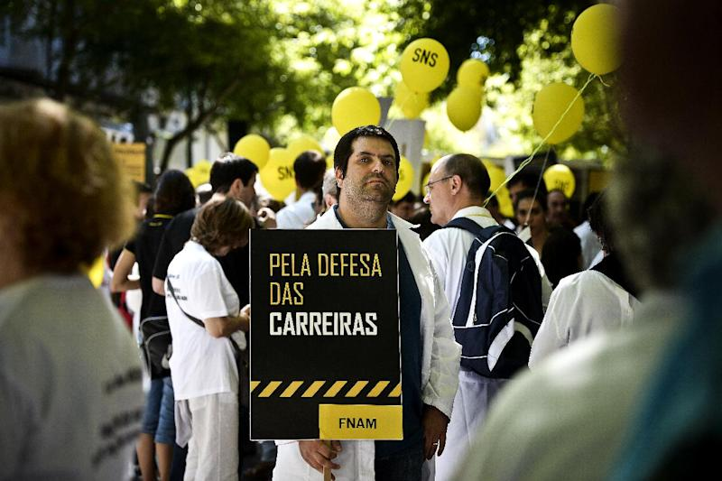 """A demonstrator holds a balloon reading """"In defense of our careers"""" in Lisbon, on July 8, 2014, as doctors and medical staff demand better national health care conditions (AFP Photo/Patricia de Melo Moreira)"""