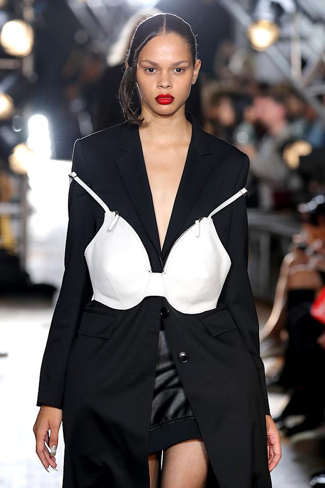 <p>At Helmut Lang, models wore glossy red lips with an extreme ombré contour. (Photo: Getty Images) </p>