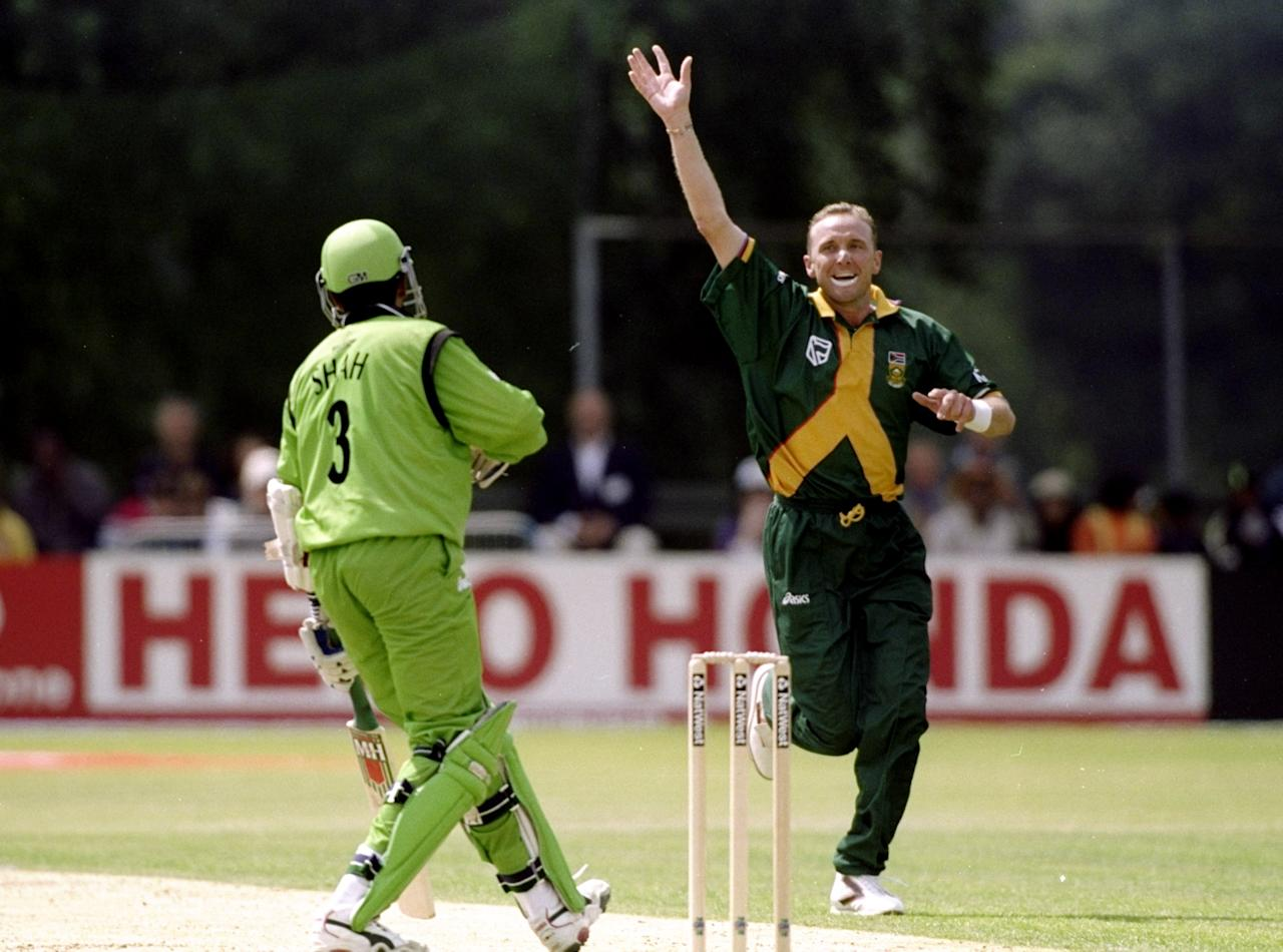 25 May 1999:  Allan Donald of South Africa dismisses Ravindu Shah of Kenya caught behind in the World Cup Group A game at the VRA Ground in Amstelveen, Holland. South Africa won by 7 wickets. \ Mandatory Credit: Craig Prentis /Allsport