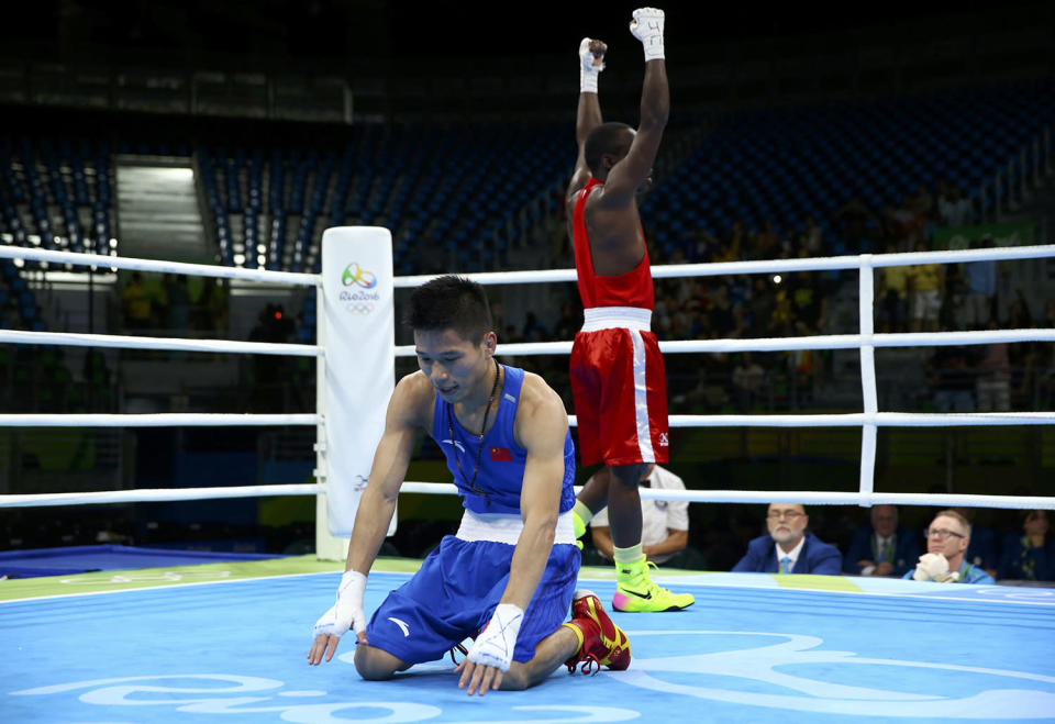 <p>Lv Bin of China reacts after losing the bout to Peter Mungai Warui of Kenya during the men's light fly (49kg) round of 32 at the Rio Olympics on August 8, 2016. (REUTERS/Peter Cziborra) </p>