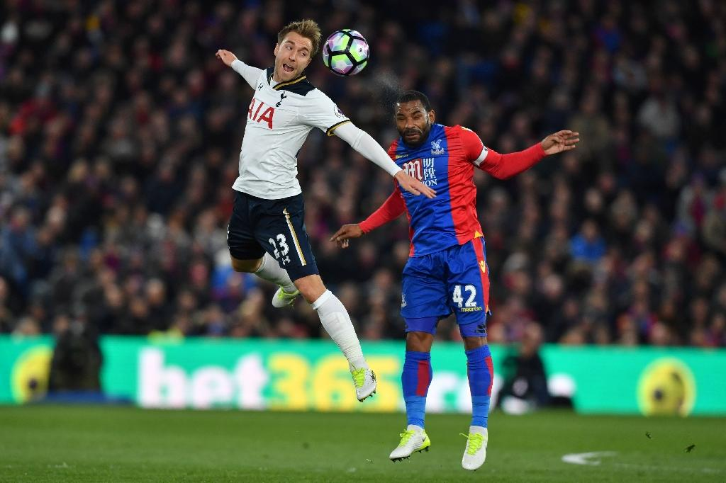 Tottenham Hotspur's Christian Eriksen (L) heads the ball away from Crystal Palace's Jason Puncheon during the match at Selhurst Park in south London on April 26, 2017 (AFP Photo/Ben STANSALL)
