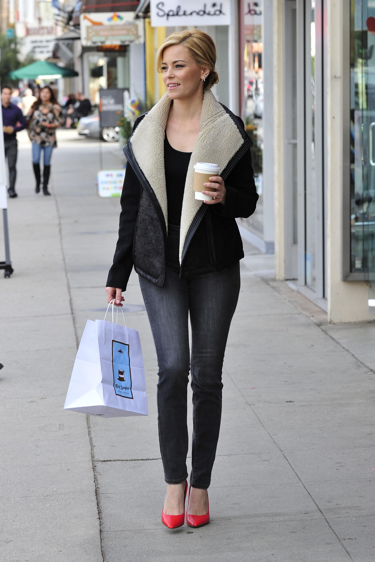 - Los Angeles, CA - 11/14/2014 - Elizabeth Banks out in L.A. running errands. Jacket and denim by NYDJ. -PICTURED: Elizabeth Banks -PHOTO by: Michael Simon/startraksphoto.com -MS_238999 Editorial - Rights Managed Image - Please contact www.startraksphoto.com for licensing fee Startraks Photo Startraks Photo New York, NY  For licensing please call 212-414-9464 or email sales@startraksphoto.com