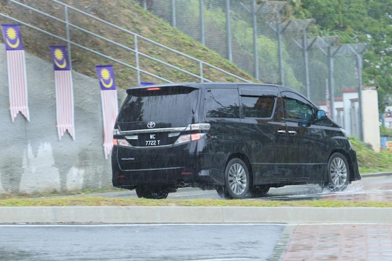 A black Toyota Alphard with the registration number WC7722T is pictured entering the compound of the MACC headquarters in Putrajaya September 6, 2018. ― Picture by Azinuddin Ghazali