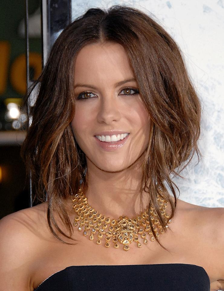 """<a href=""""http://movies.yahoo.com/movie/contributor/1800020790"""">Kate Beckinsale</a> at the Los Angeles premiere of <a href=""""http://movies.yahoo.com/movie/1809839458/info"""">Whiteout</a> - 09/09/2009"""