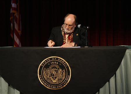 Hawaii Governor Neil Abercrombie signs Senate Bill 1, allowing same sex marriage to be legal in the state, in Honolulu, Hawaii November 13, 2013. REUTERS/Hugh Gentry