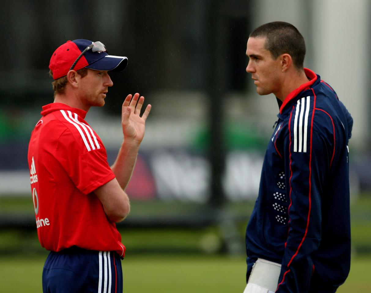 LONDON - JUNE 27:  Banned Captain Paul Collingwood (L) talks to stand-in Captain Kevin Pietersen during the England Cricket Net session at Lord's on June 27, 2008 in London, England.  (Photo by Richard Heathcote/Getty Images)