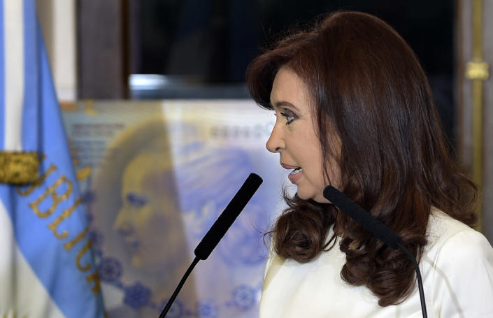 Argentina's President Cristina Kirchner speaks during a ceremony at the governmemt house in Buenos Aires on July 31, 2014 (AFP Photo/Daniel Garcia)