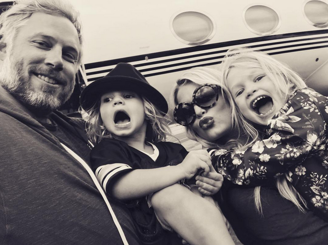 "<p>Jessica Simpson packed up her ""Travel Buddies,"" hubby, Eric Johnson, and kids Ace and Maxwell, and posed for a silly snap before getting on board. (Photo:<a rel=""nofollow"" href=""https://www.instagram.com/p/BLmsdmrD3t8/?taken-by=jessicasimpson"">Jessica Simpson via Instagram</a>) </p>"