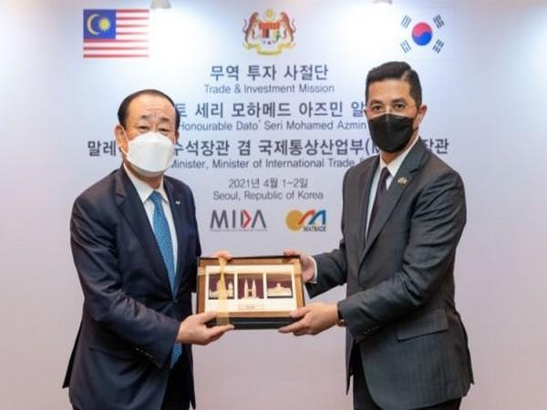 A meeting between SPC Group's president Hwang Jae-bok and Malaysia's Senior Minister. Photo=SPC Group