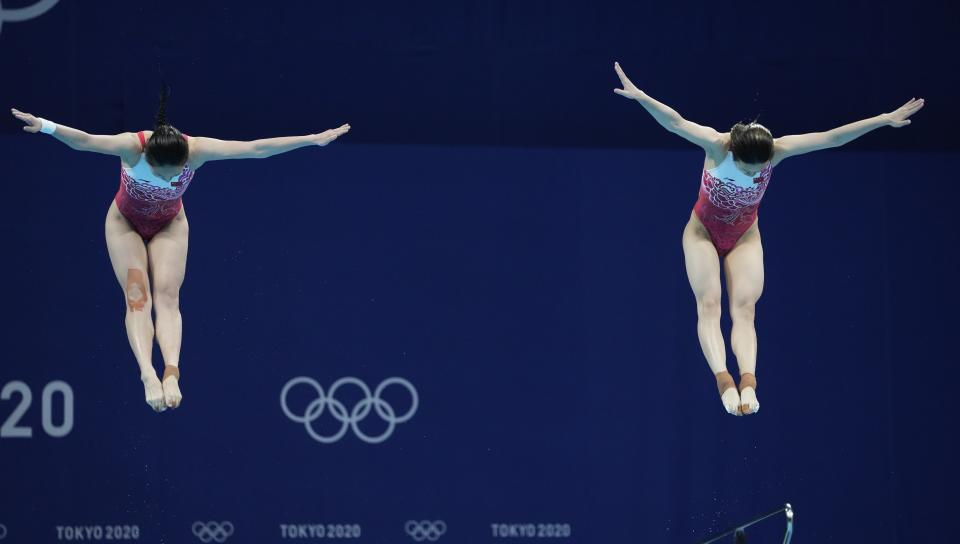 Shi Tingmao and Wang Han compete during the Women's Synchronized 3m Springboard Final at the Tokyo Aquatics Centre at the 2020 Summer Olympics, Sunday, July 25, 2021, in Tokyo, Japan. (AP Photo/Dmitri Lovetsky)