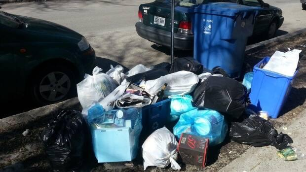 Starting April 1, only garbage inside of bins will be picked up in Longueuil. Any loose bags next to them will be ignored.