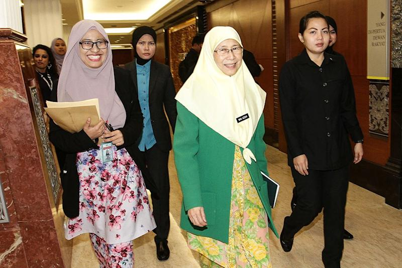 Deputy Prime Minister, Datin Seri Wan Azizah Wan Ismail arrives at Parliament August 16, 2018. — Picture by Miera Zulyana