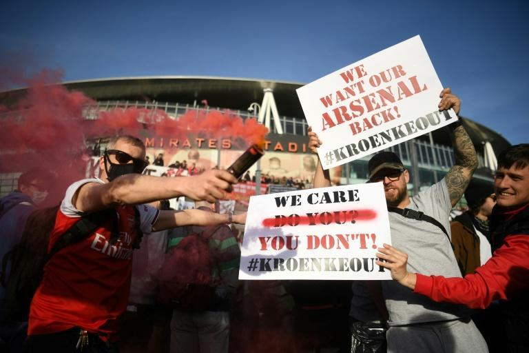 Arsenal fans protested outside the Emirates Stadium last season over that state of the club on and off the pitch (AFP/DANIEL LEAL-OLIVAS)