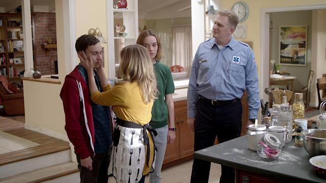 Keir Gilchrist, Jennifer Jason Leigh, Brigette Lundy-Paine, and Michael Rapaport in Netflix's <i>Atypical. </i>(Photo: Greg Gayne/Netflix)