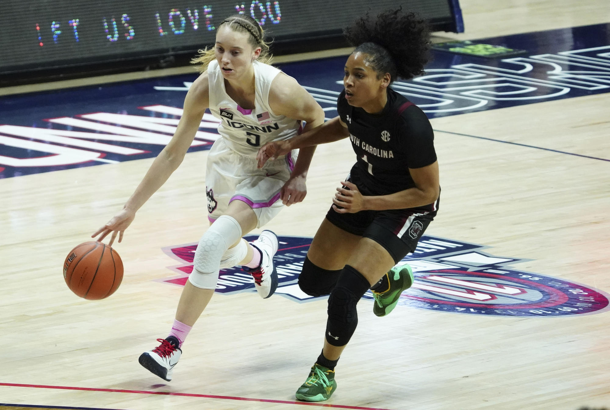 Paige Bueckers, No. 2 UConn top No. 1 South Carolina in overtime - Yahoo Sports