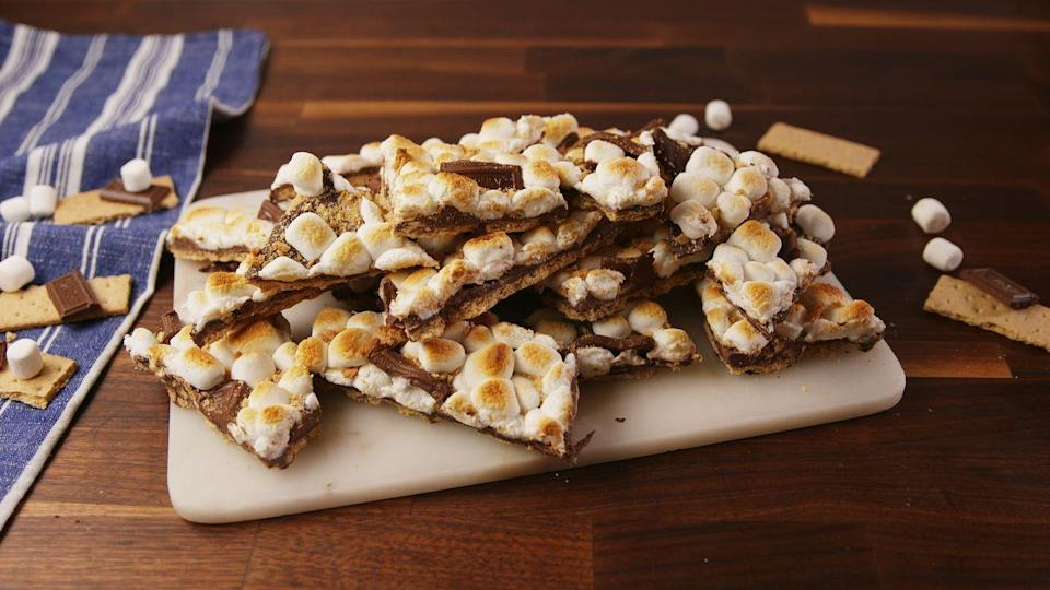 "<p>These little bars are so easy to make—and will impress your most foodie friends.</p><p>Get the recipe from <a href=""https://www.delish.com/cooking/recipe-ideas/recipes/a57261/smores-bark-recipe/"" rel=""nofollow noopener"" target=""_blank"" data-ylk=""slk:Delish"" class=""link rapid-noclick-resp"">Delish</a>.</p>"
