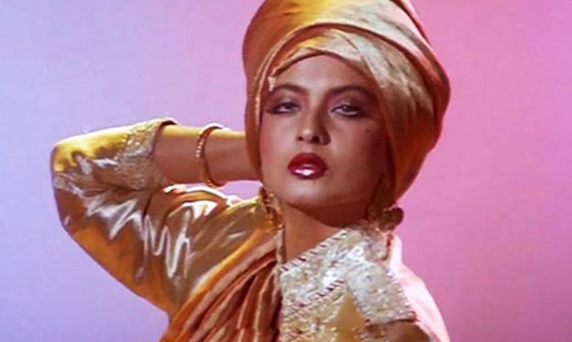 <p>In the role of a life, Rekha transforms from the plain Jane widow Aarti to the ambitious model Jyoti out to avenge the wrongs done to her. Strictly not for herpetophobes.</p>