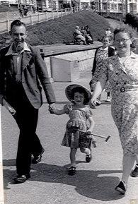 Jack Annall (left) with his late wife May and daughter Mary. (SWNS)