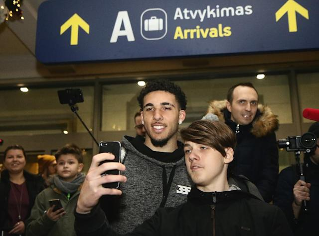 US basketball player LiAngelo Ball poses with fans upon his arrival at Vilnius airport in Lithuania, on January 3, 2018, as he and his brother are about to make their basketball pro career debut in the Lithuanian Vytautas club (AFP Photo/Petras Malukas)