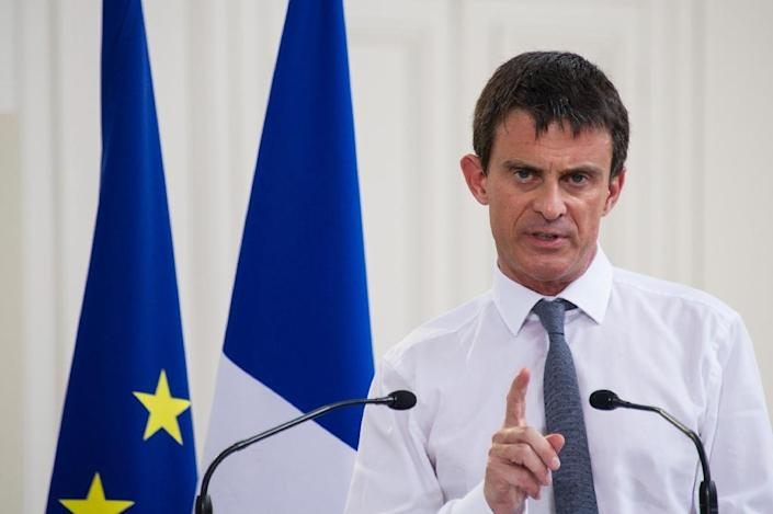 French Prime Minister Manuel Valls delivers a speech during a visit to sign a contract between the state and the France-Comte region, at the citadelle of Besancon, eastern France, on July 3, 2015 (AFP Photo/Sebastien Bozon)