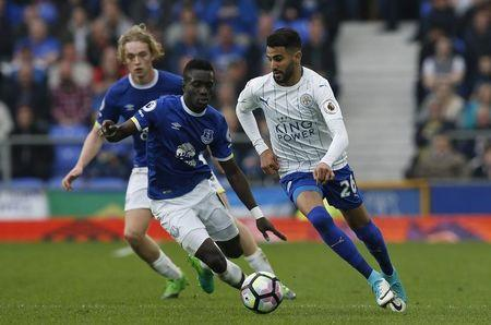 Leicester City's Riyad Mahrez in action with Everton's Idrissa Gueye