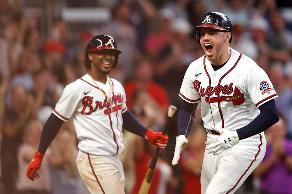Freddie Freeman slugs a homer in the eighth inning to give the Braves a 5-4 lead.