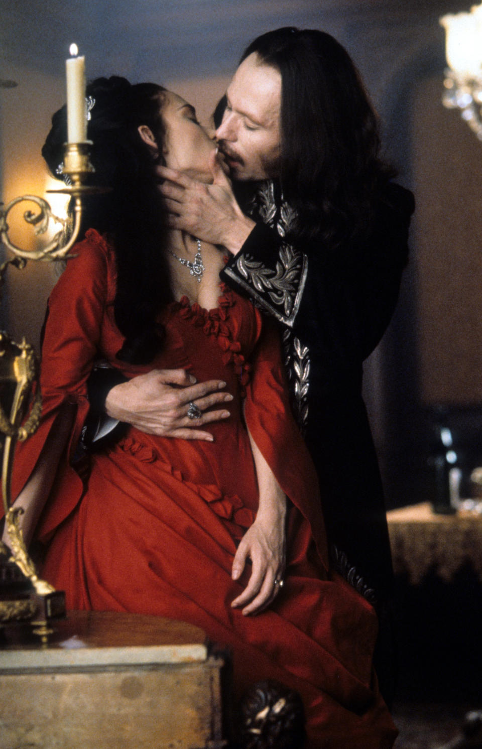 Winona Ryder and Gary Oldman kiss in a scene from the film 'Dracula', 1992. (Photo by Columbia Pictures/Getty Images)